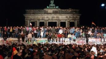 3 de Outubro - 1990 — Ocorre a Reunificação Alemã.