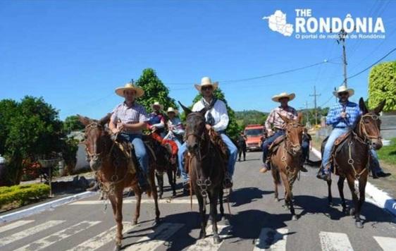 11 de Maio - Santa Luzia D'Oeste (RO) – Cavalgada na cidade.