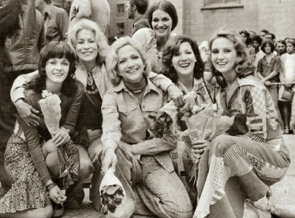 11 de Maio - Bete Mendes, Cleyde Yáconis, Nathalia thimberg, Analu Graci, Maria Estela e Eva Wilma.