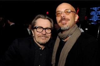 1 de Agosto – José Padilha - 1967 – 50 Anos em 2017 - Acontecimentos do Dia - Foto 8 - Gary Oldman e José Padilha na pré-estreia de 'Robocop'.