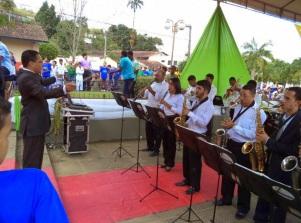 4 de Junho - 2013 - Banda toca para o público no aniversário de 60 anos da cidade, em Joaquim Nabuco (PE).