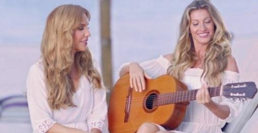 27 de Maio - Ivete Sangalo ensina Gisele Bündchen a tocar violão e a cantar em propaganda.