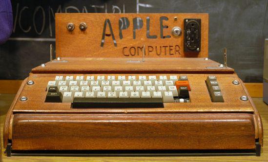 11 de Abril - 1976 — Criação do computador pessoal Apple I.