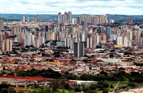 19 de Junho - Vista parcial da cidade, cujo relevo é ondulado e a altitude média é de 544,800 metros — Ribeirão Preto (SP) — 161 Anos.
