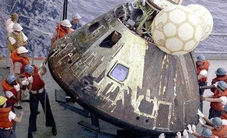 17 de Abril - 1970 — Programa Apollo - a malfadada nave espacial Apollo 13 retorna à Terra em segurança.