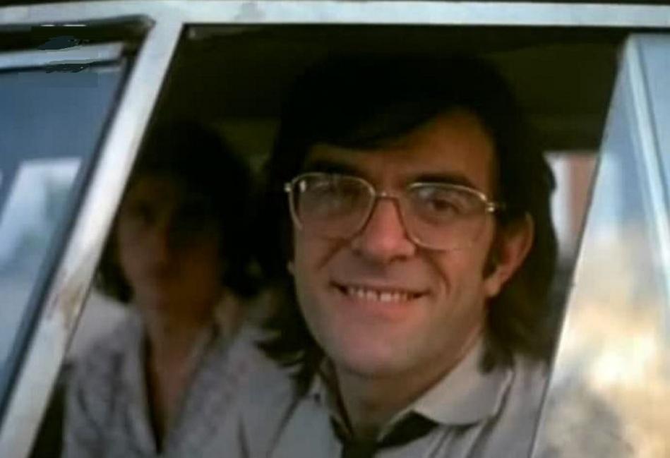 19-de-novembro-francisco-milani-ator-brasileiro-no-carro-jovem
