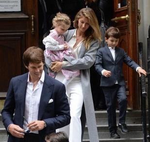 3 de Agosto – Tom Brady - 1977 – 40 Anos em 2017 - Acontecimentos do Dia - Foto 14 - Com sua esposa, Gisele Bundchen e filhos.