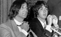 18 de Junho - Paul McCartney - cantor e compositor inglês - com John Lennon, em coletiva dos Beatles.