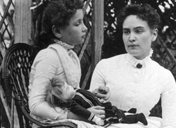 14 de Abril - Anne Sullivan com Helen Keller.