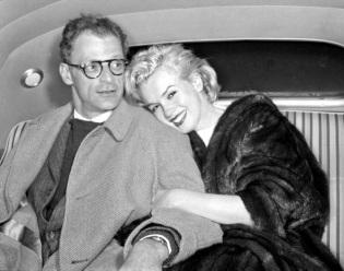 1 de Junho - Marilyn Monroe, atriz estadunidense, pb, casamento, wedding, Arthur Miller, marido, husband, car, carro.
