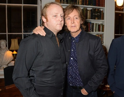 18 de Junho - Paul McCartney - cantor e compositor inglês - com seu filho, James.