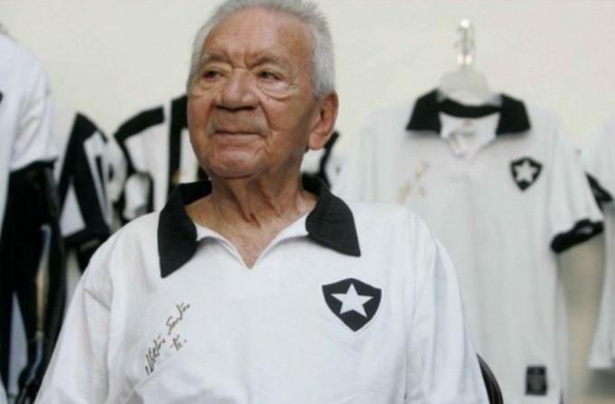 16 de Maio - 1925 – Nilton Santos, futebolista brasileiro (m. 2013) - no Botafogo, idoso.