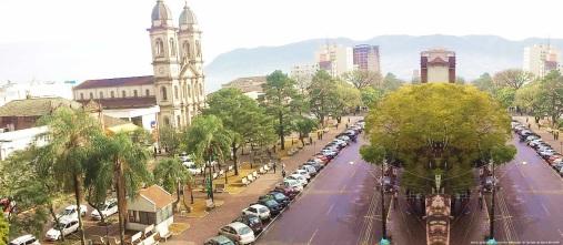 17 de Maio - Igreja e avenida em Santa Maria - RS.