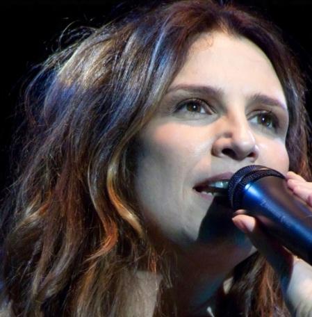 4 de Outubro - 1960 – Verônica Sabino, cantora brasileira.
