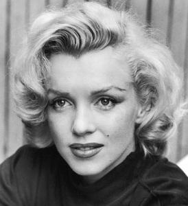 1 de Junho - 1926 – Marilyn Monroe, atriz estadunidense, pb, bw, pose, close.