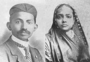 2 de Outubro - Mahatma Gandhi - 1869 – 148 Anos em 2017 - Acontecimentos do Dia - Foto 18 - Gandhi e sua esposa Kasturba Gandhi em foto de 1902.