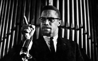 19 de Maio - Malcolm X discursando.