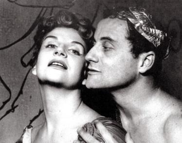 23 de Agosto — Tônia Carrero - 1922 – 95 Anos em 2017 - Acontecimentos do Dia - Foto 10 - Tônia Carrero e Paulo Autran, em cena no teatro.