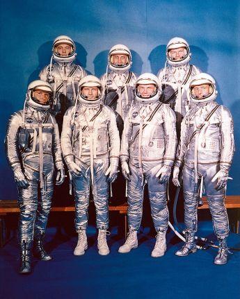 9 de Abril - 1959 - O grupo dos primeiros sete astronautas selecionados pela NASA para o Projeto Mercury.
