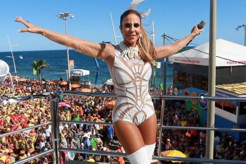 27 de Maio - 1972 – Ivete Sangalo, cantora brasileira - no trio elétrico durante o Carnaval de Salvador.