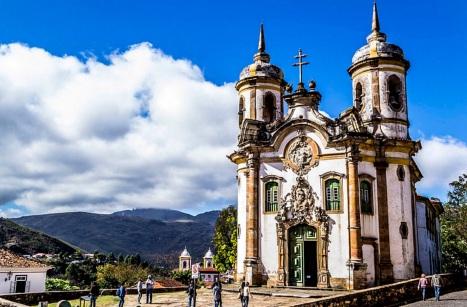 8 de Julho – Igreja de São Francisco de Assis, uma das mais celebradas criações de Aleijadinho — Ouro Preto (MG) — 306 Anos em 2017.