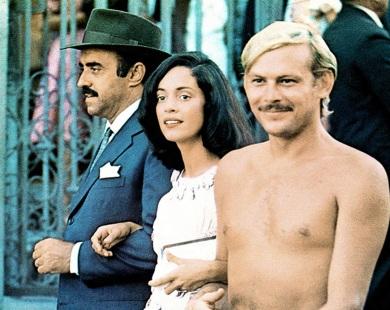 8 de Junho - Mauro Mendonça, Sonia Braga e José Wilker, em cena de 'Dona Flor e seus dois maridos'.