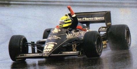 21 de Abril - 1985 — Ayrton Senna, piloto brasileiro, vence a primeira de suas 41 corridas na Fórmula 1. A vitória aconteceu em Estoril - Portugal.