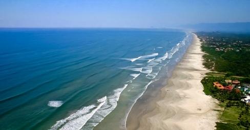 19 de Maio - Vista aérea da praia em Bertioga - SP.