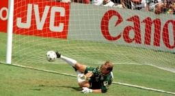 8 de Maio - 1966 — Taffarel, goleiro brasileiro, pegando pênalti.