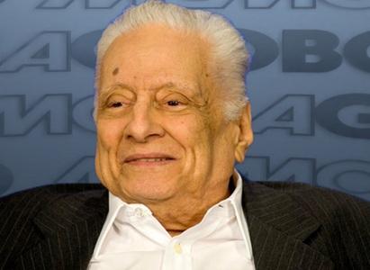17 de Abril - 1922 — Max Nunes, humorista, médico e polímata brasileiro (m. 2014).
