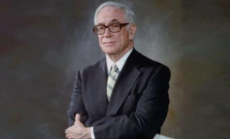 19 de Agosto – 1919 – Malcolm Stevenson Forbes, magnata norte-americano e editor e dono da revista 'Forbes'.