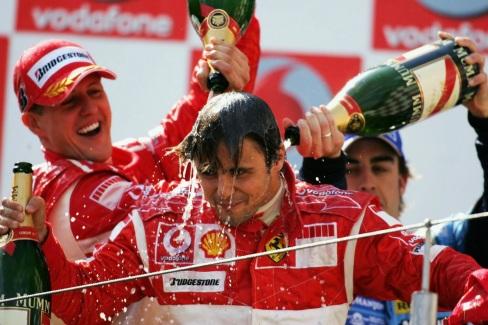 25 de Abril - Felipe Massa com Michael Schumacher e Fernando Alonso no pódium.