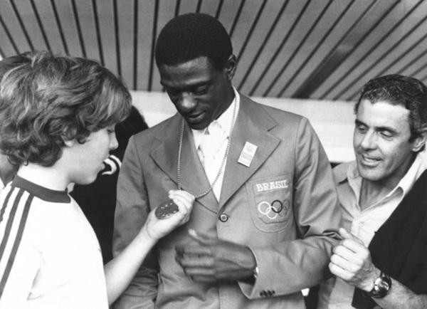 28 de Maio - 1954 — João do Pulo, atleta, recordista mundial, salto triplo, medalhista, olímpico, político brasileiro.