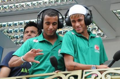 13 de Agosto – Lucas Moura com Neymar.