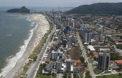 12 de Junho - Tomada aérea da cidade de Matinhos - A (Cidade) Namorada do Paraná - 50 Anos.