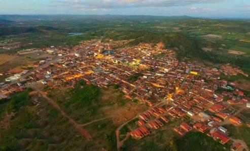 12 de Julho – Foto aérea da cidade — Manari (PE) — 22 Anos em 2017.