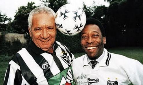 16 de Maio - 1925 – Nilton Santos, futebolista brasileiro (m. 2013) - com Pelé, mais velhos.