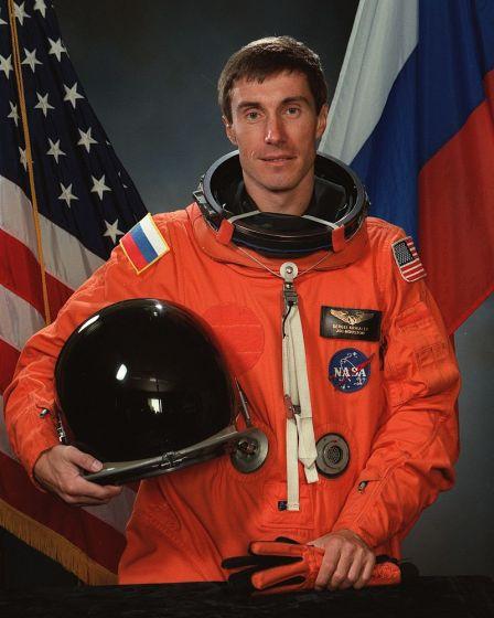 25 de Março - Sergei Krikalev, cosmonauta russo e um dos maiores veteranos do espaço, retorna à Terra após uma permanência de dez meses a bordo da estação espacial Mir.