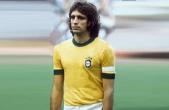 19 de Março - Marinho Peres, ex-futebolista brasileiro.