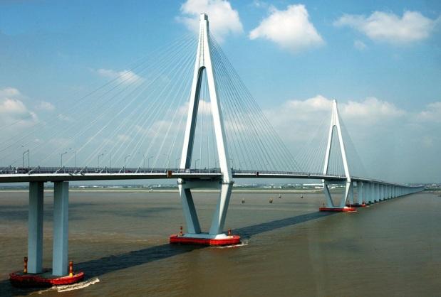 1 de Maio - 2008 — China inaugura a maior ponte marítima do mundo, chamada Ponte da Baía de Hangzhou, com 36 km de comprimento.