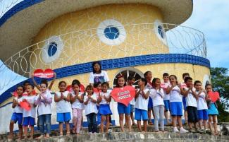 22 de Agosto — Crianças de Mimoso do Sul prestaram homenagens a Colatina, no monumento do Cristo Redentor — Colatina (ES) — 96 Anos em 2017.