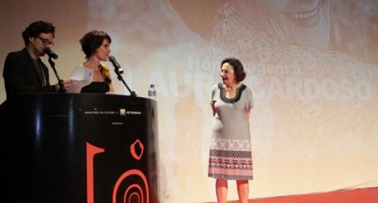 13 de Setembro – Laura Cardoso - 1927 – 90 Anos em 2017 - Acontecimentos do Dia - Foto 15 - 8.nov.2012 - Laura Cardoso recebe homenagem no Festival de Vitória.