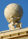4 de Agosto – Estátua de Atlas no observatório Radcliffe, Oxford. 1799 — John Bacon, escultor britânico (n. 1740).