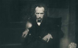 11 de Junho - Richard Strauss em 1904. Foto de Edward Steichen.