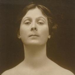 14 de Setembro – 1927 — Isadora Duncan, bailarina norte americana (n. 1878).