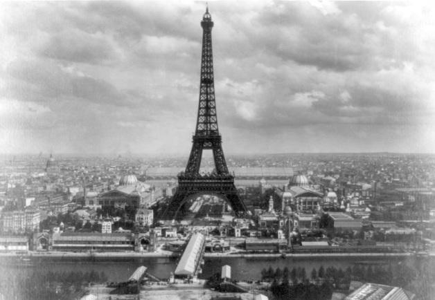 6 de maio - 1889 – A Torre Eiffel é oficialmente aberta ao público durante a Exposição Universal em Paris.