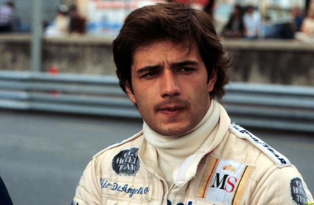 15 de Maio - 1986 — Elio de Angelis, automobilista italiano (n. 1958).