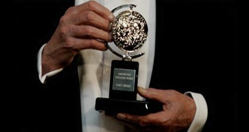 6 de Abril - 1947 — O primeiro Tony Award, prêmio em reconhecimento ao sucesso no teatro americano, é entregue numa cerimônia no Waldorf-Astoria Hotel em Nova Iorque.