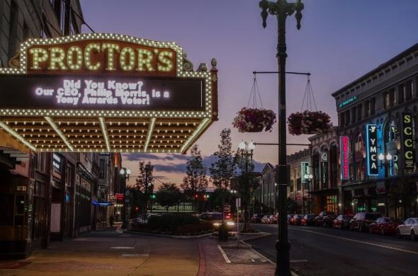 22 de Maio - 1930 — Primeira apresentação de um programa de televisão em um teatro da cidade norte-americana de Schenectady — estado de Nova Iorque.