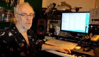 17 de Abril - 1954 — Lincoln Olivetti, compositor brasileiro (m. 2015).